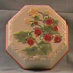 Avon Sweet Country Harvest Mold- Strawberry