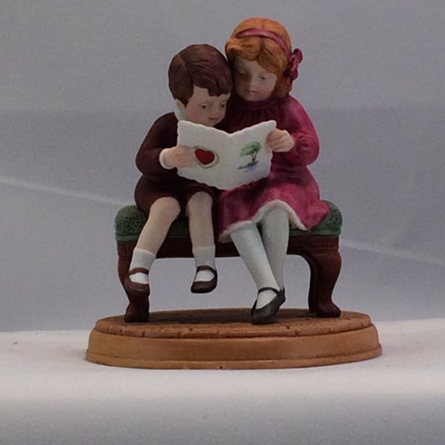 1986 Avon Be Mine Valentine Figurine by Jessie Wilcox Smith With