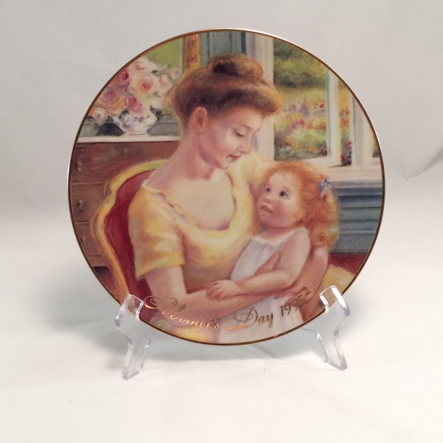 "SO-1995 Avon Mothers Day Plate-Caucasian (8 1/4"" plate)"
