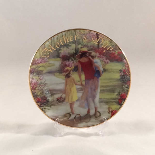 SO-2009 Avon Mothers Day Plate- Caucasian