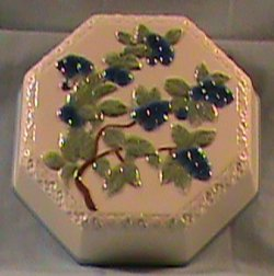 Avon Sweet Country Harvest Mold- Blueberries