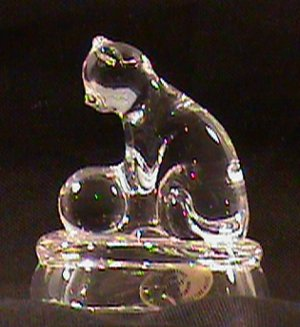 SO-1995 Avon Crystal Cat - Cat playing Ball Figurine