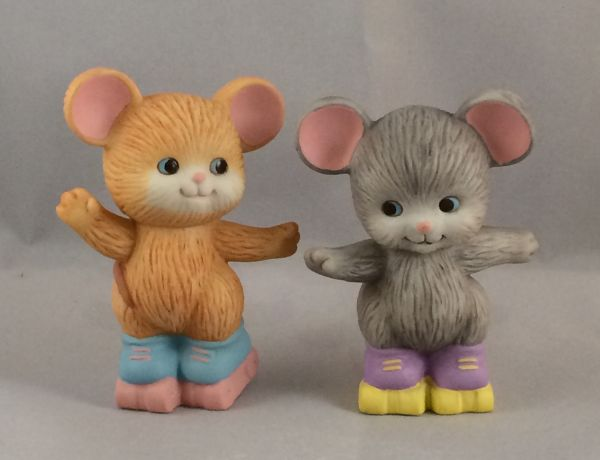 SO-1992 Avon Best Buddies Figurine - Mice Skating